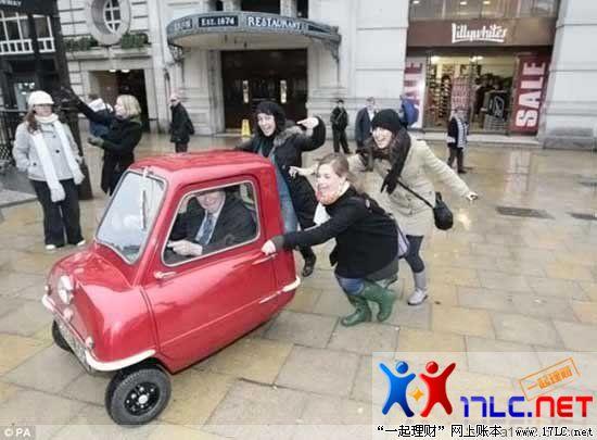 世界上最小的汽车   peel 50 有一个49cc 的单缸发动机,1加高清图片